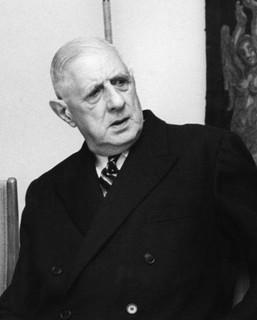 Lacouture : « Le 30 mai, en l'espace de cinq minutes que dura l'allocution du général, la France changea de maître, de régime et de siècle... »