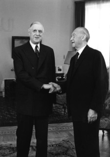 De Gaulle : « Qui a jamais cru que le général de Gaulle, étant appelé à la barre, devrait se contenter d'inaugurer les chrysanthèmes ? »
