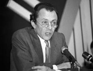 """Rocard : « Si l'on veut effectivement changer en profondeur la société, il faut savoir, selon la belle expression de François Mitterrand, """"donner du temps au temps""""... »"""