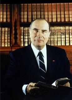 Mitterrand : « L'homme de droite honnête parle de la liberté comme d'un axiome de droit public... »